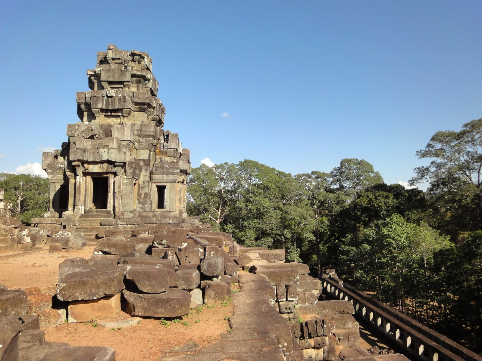 Ta Keo Temple mountain upper terrace SE tower Angkor 04
