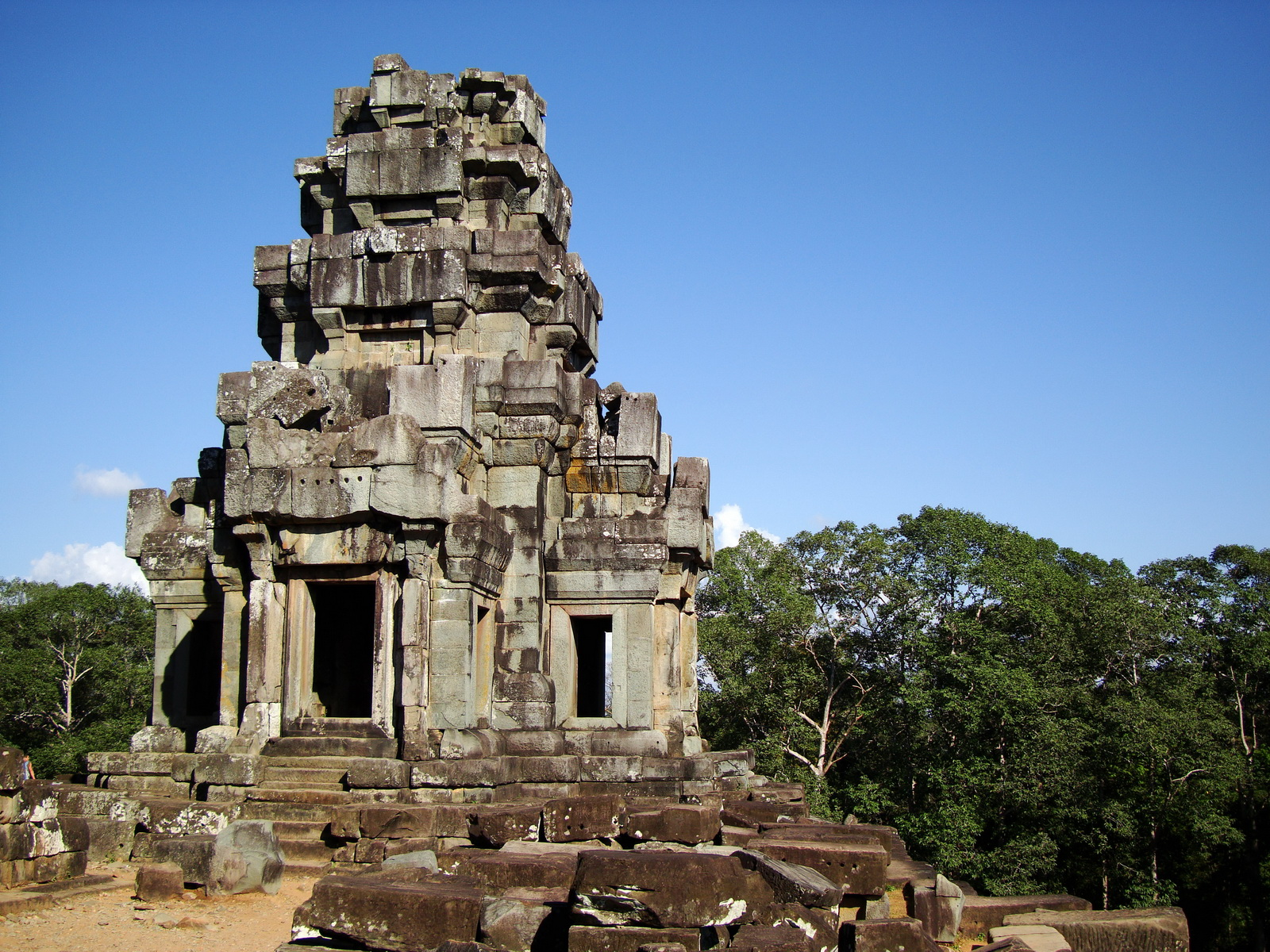 Ta Keo Temple mountain upper terrace SE tower Angkor 09