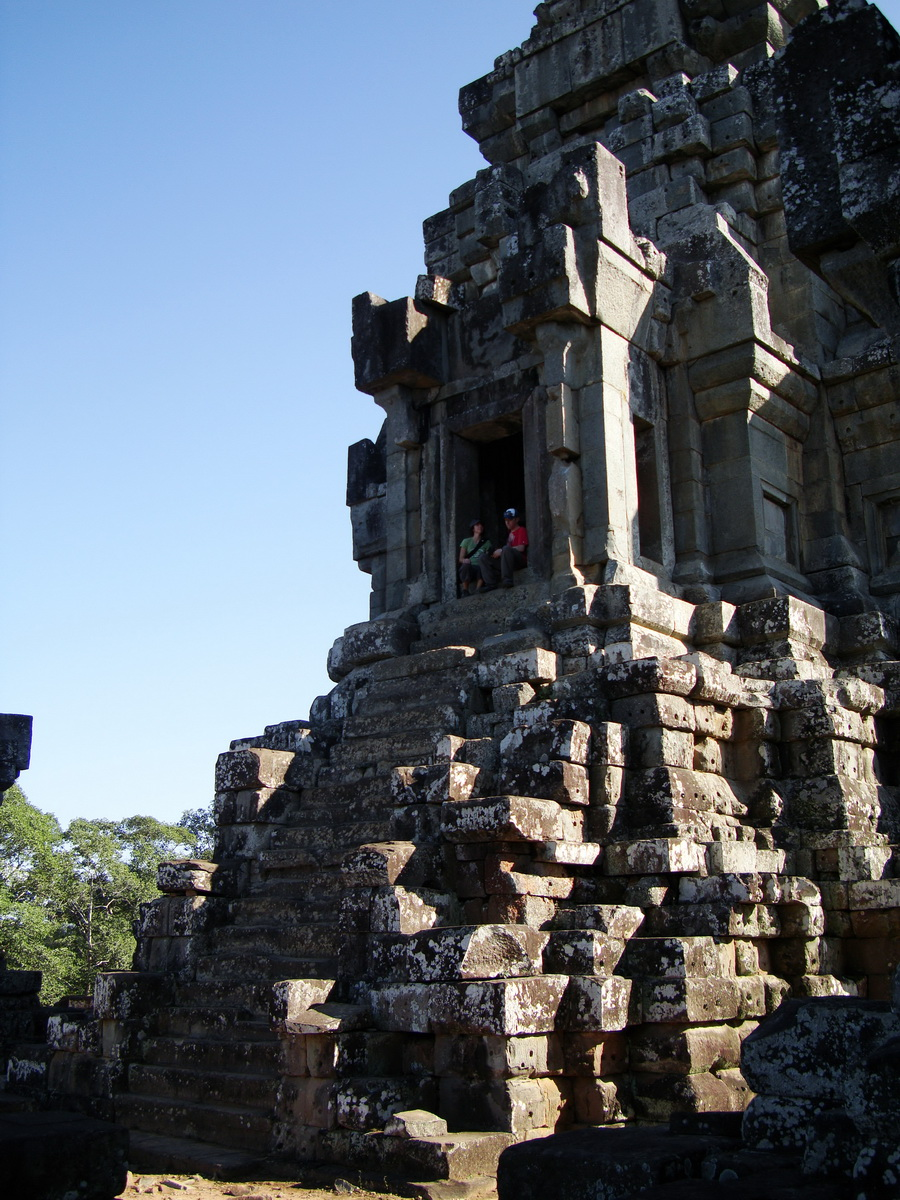 Ta Keo Temple mountain upper terrace central tower Angkor 01