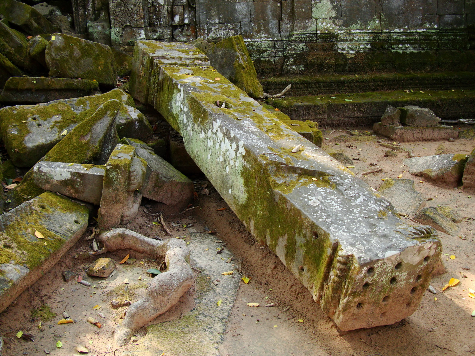 Ta Prohm Temple Rajavihara Tomb Raider fallen masonry 02