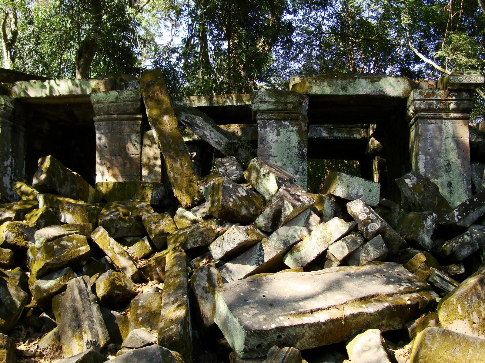 Ta Prohm Temple Rajavihara Tomb Raider fallen masonry 03