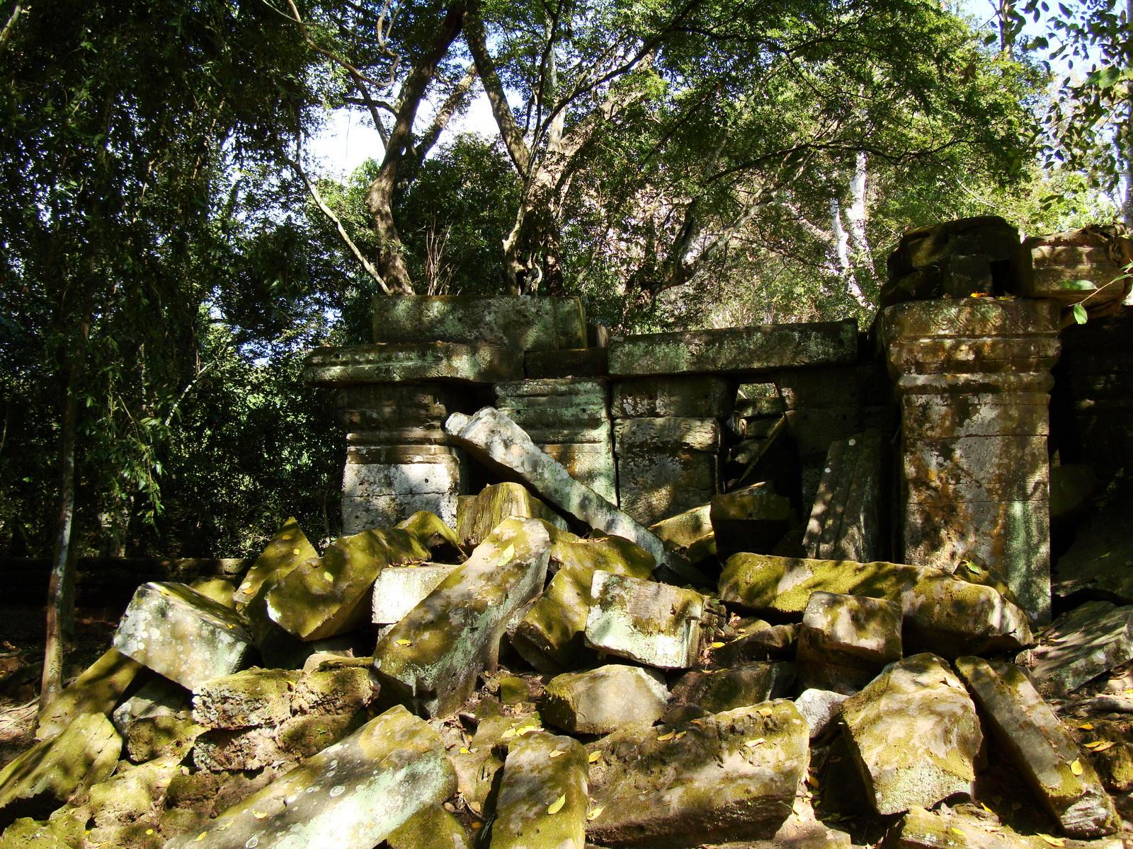 Ta Prohm Temple Rajavihara Tomb Raider fallen masonry 04