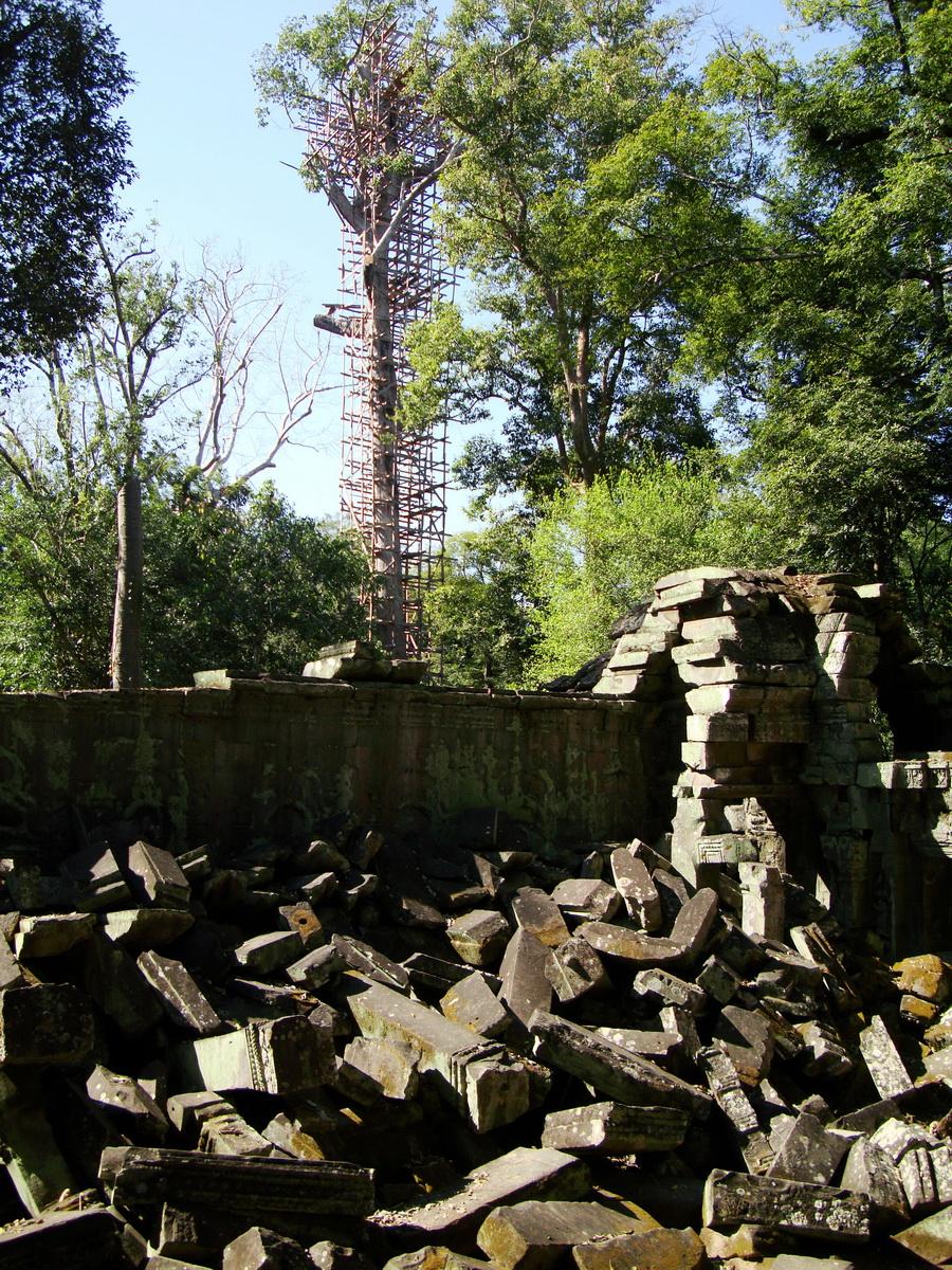 Ta Prohm Temple Rajavihara Tomb Raider fallen masonry 06