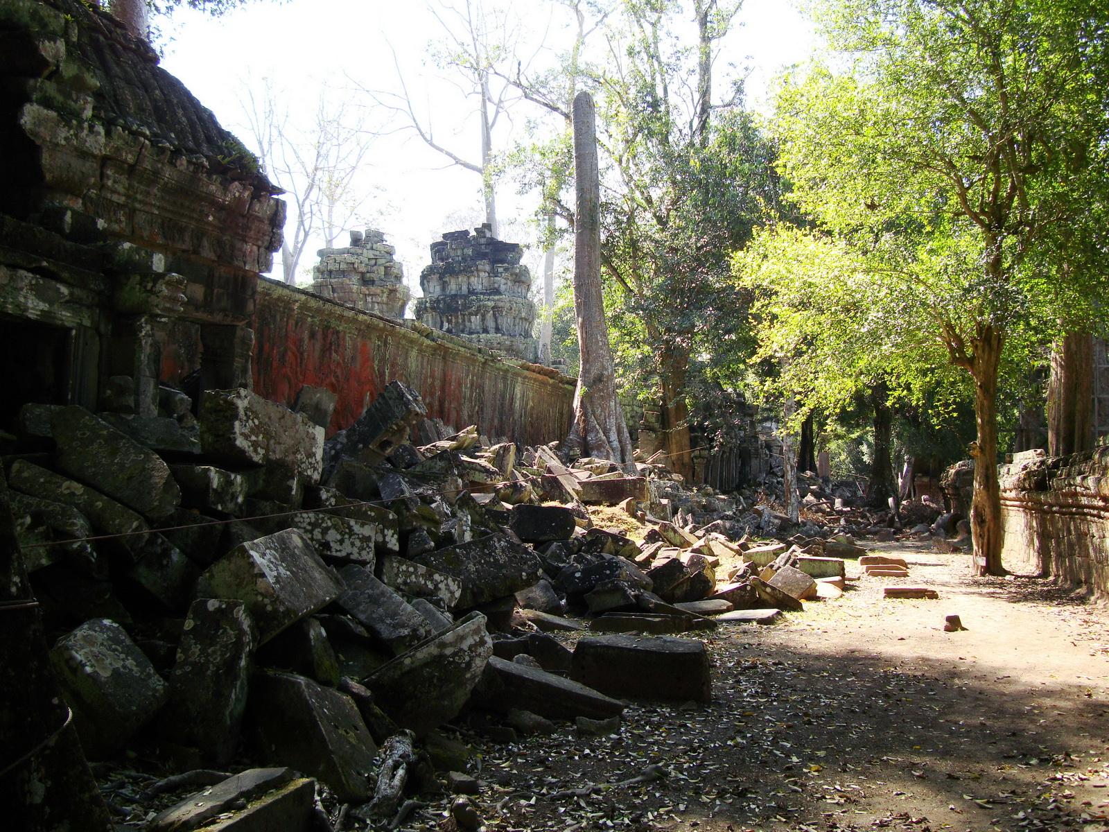 Ta Prohm Temple Rajavihara Tomb Raider fallen masonry 07