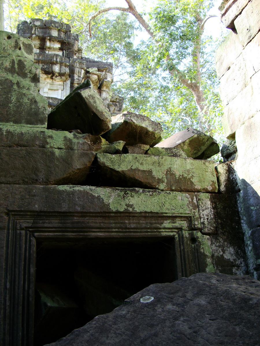 Ta Prohm Temple Rajavihara Tomb Raider fallen masonry 10