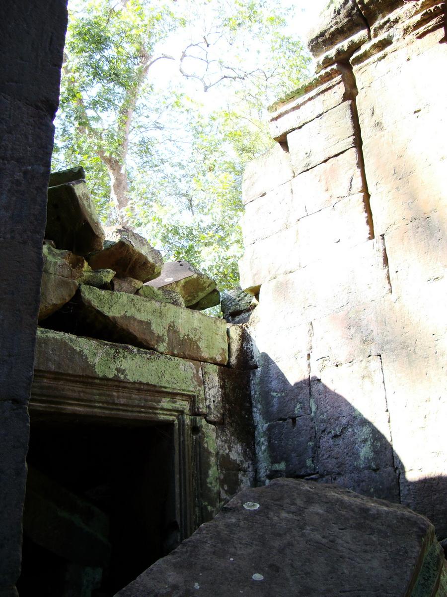 Ta Prohm Temple Rajavihara Tomb Raider fallen masonry 11