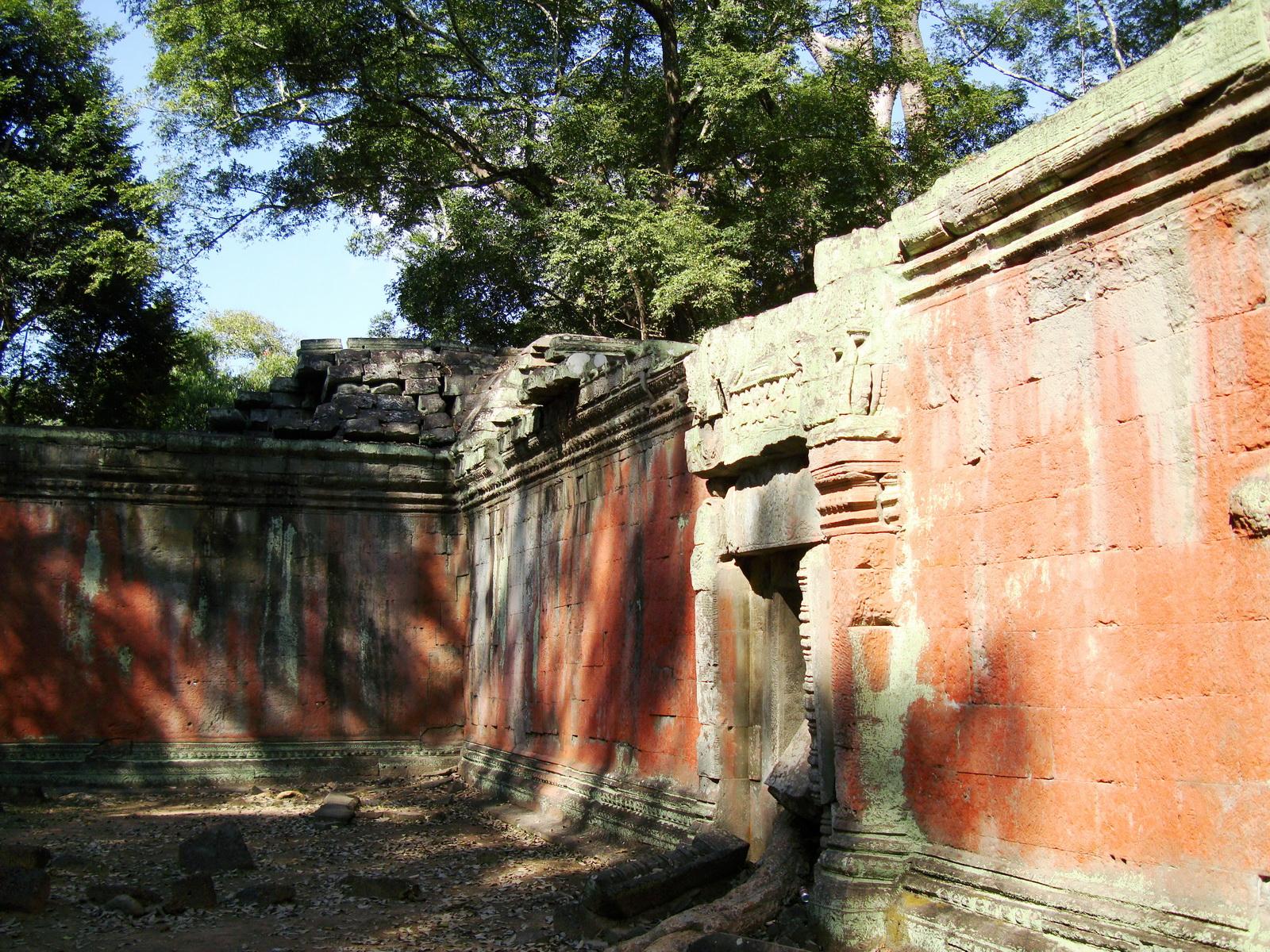 Ta Prohm Temple Rajavihara Tomb Raider inner laterite walls 07