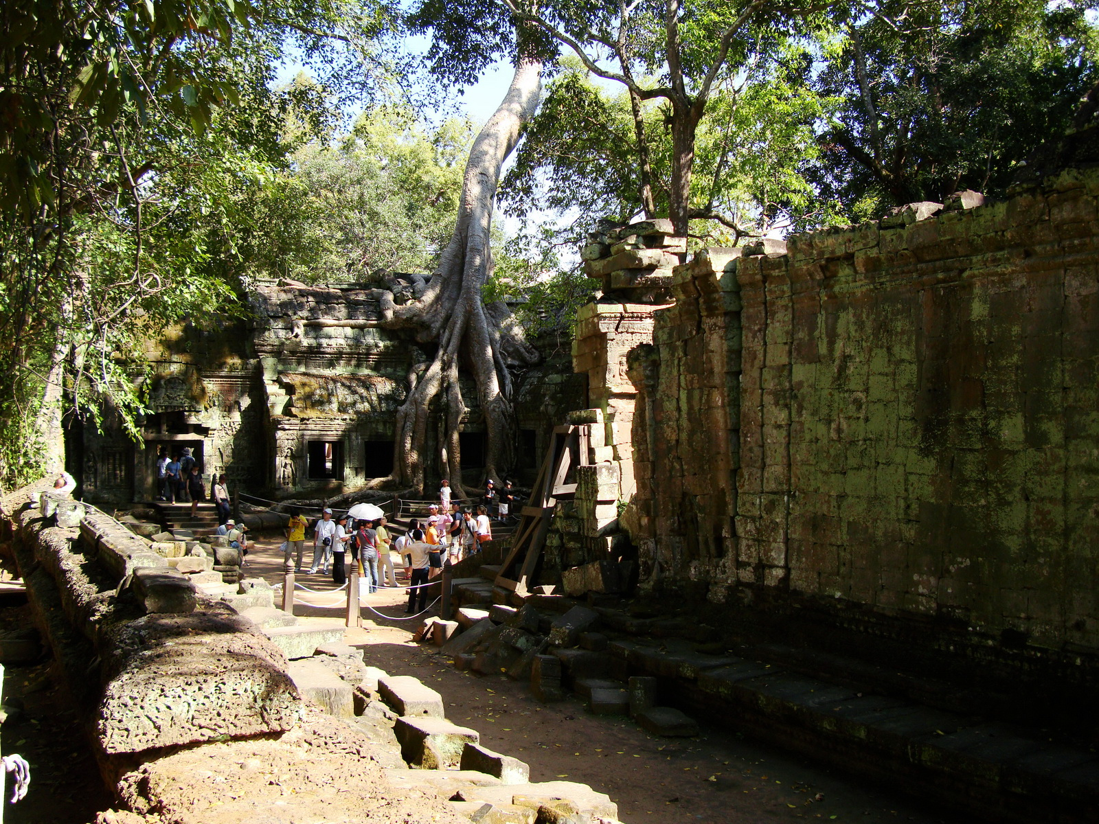 Ta Prohm Temple Rajavihara Tomb Raider third enclosure area 09
