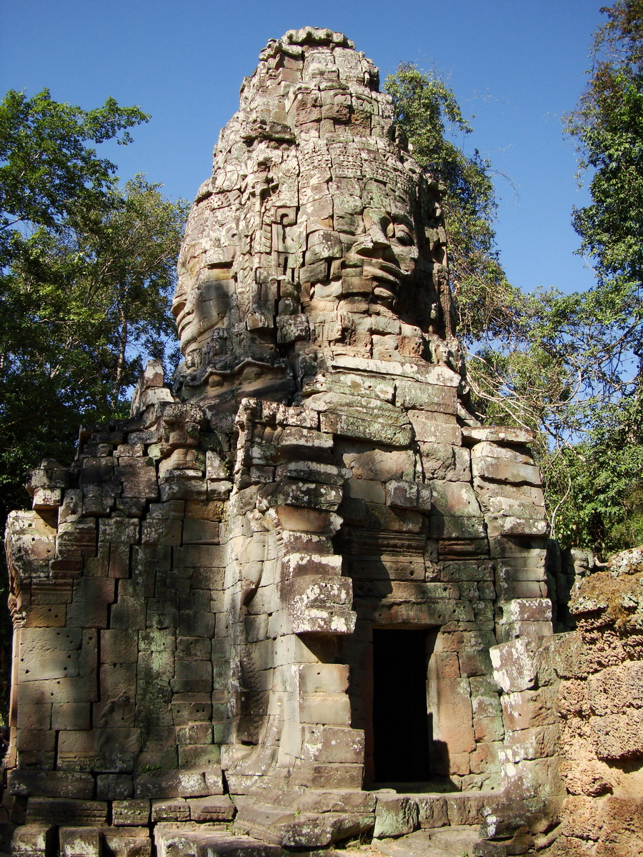 Ta Prohm Temple Tomb Raider Bayon architecture face tower 02
