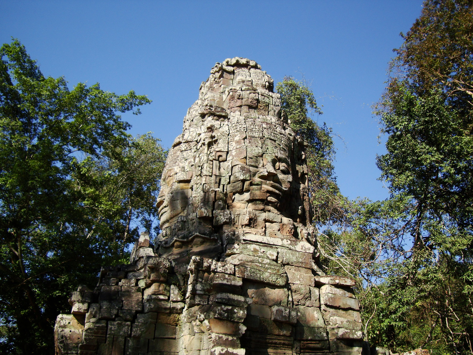 Ta Prohm Temple Tomb Raider Bayon architecture face tower 04