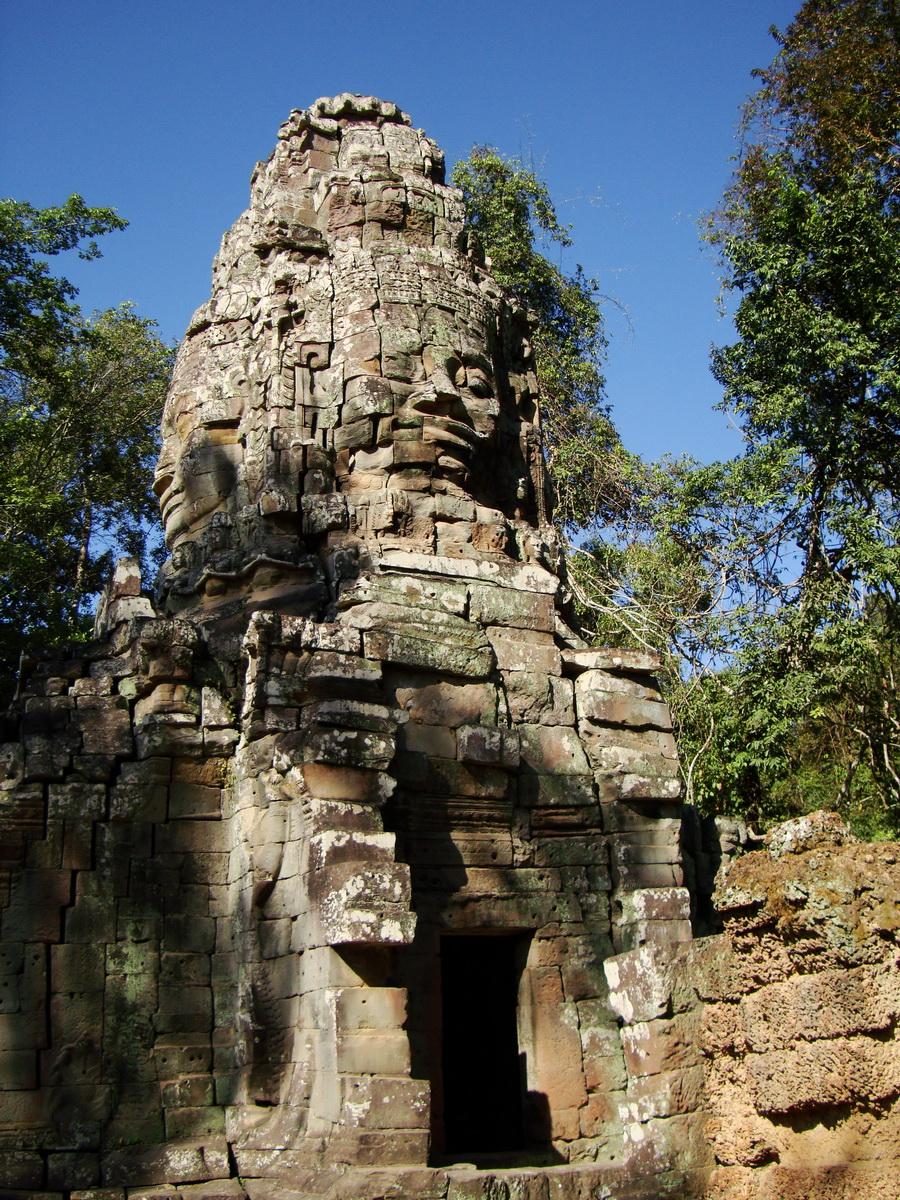 Ta Prohm Temple Tomb Raider Bayon architecture face tower 05