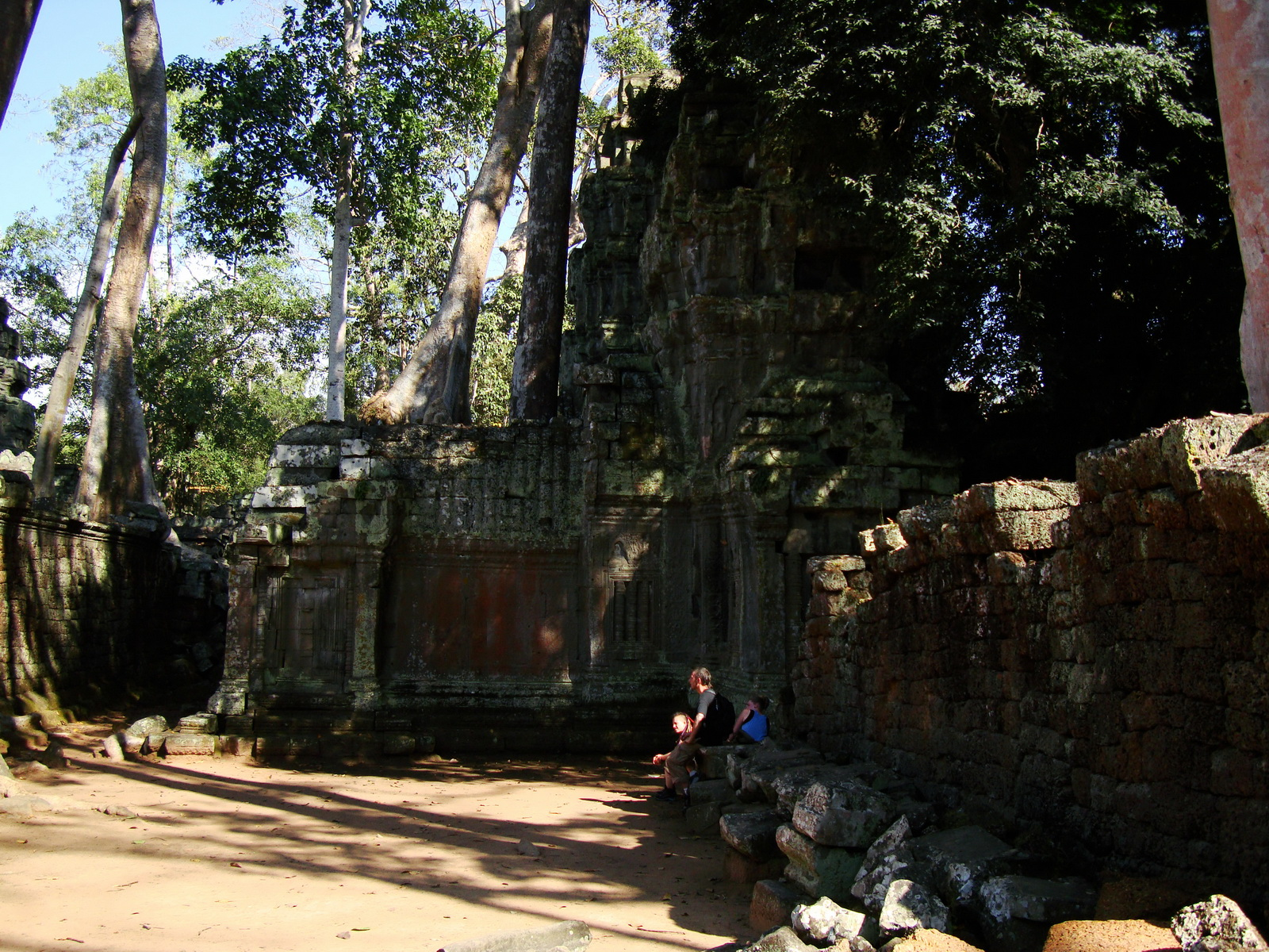 Ta Prohm Temple Tomb Raider giant iconic trees dwaf the gopura 06
