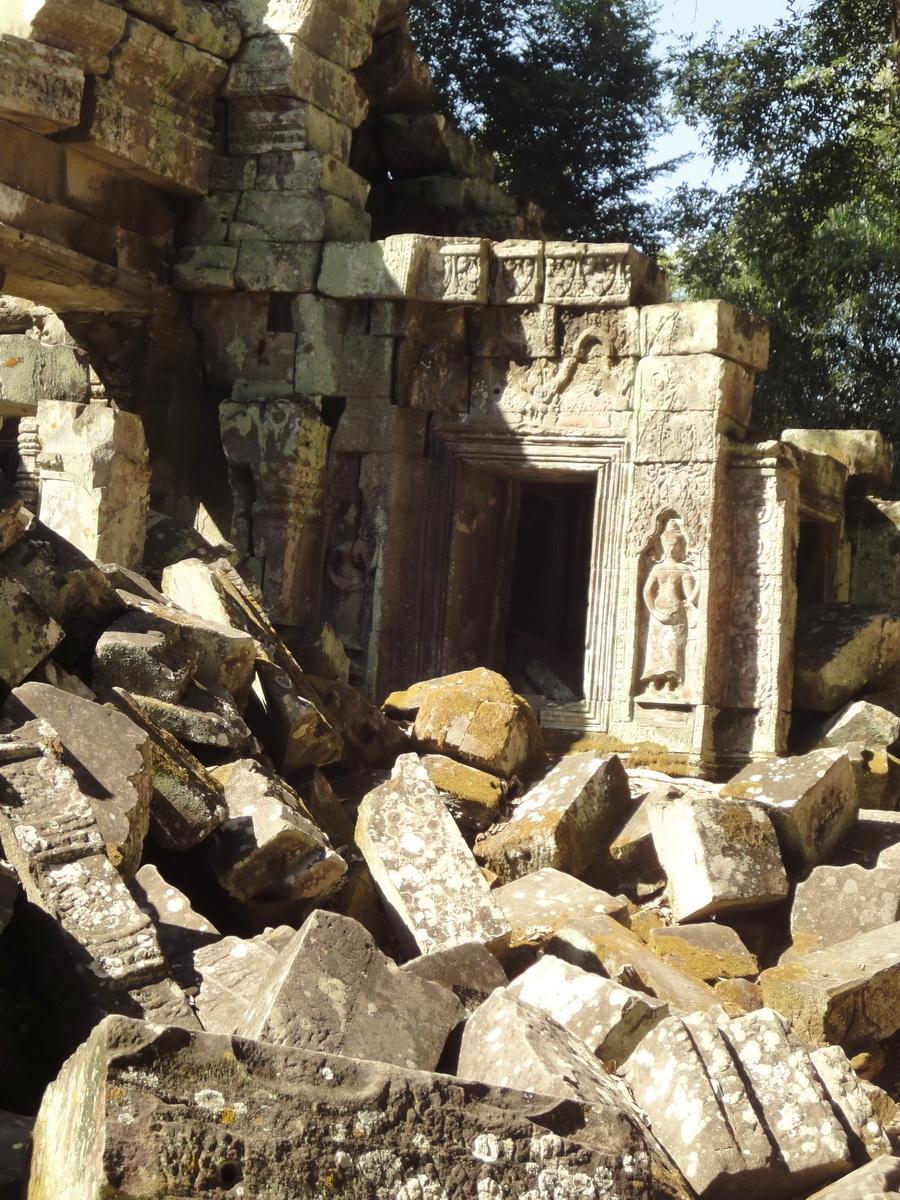 Ta Prohm Tomb Raider Bayon architecture Bas relief devatas 01