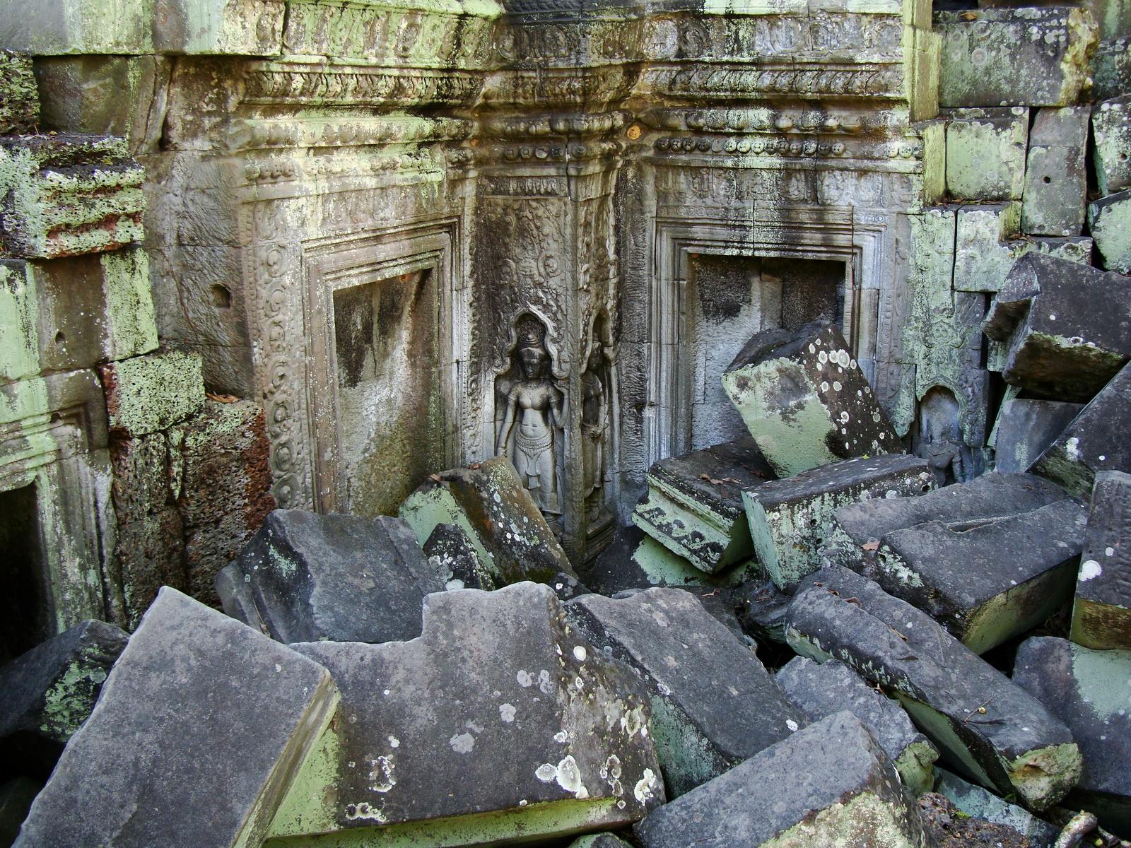 Ta Prohm Tomb Raider Bayon architecture Bas relief devatas 03