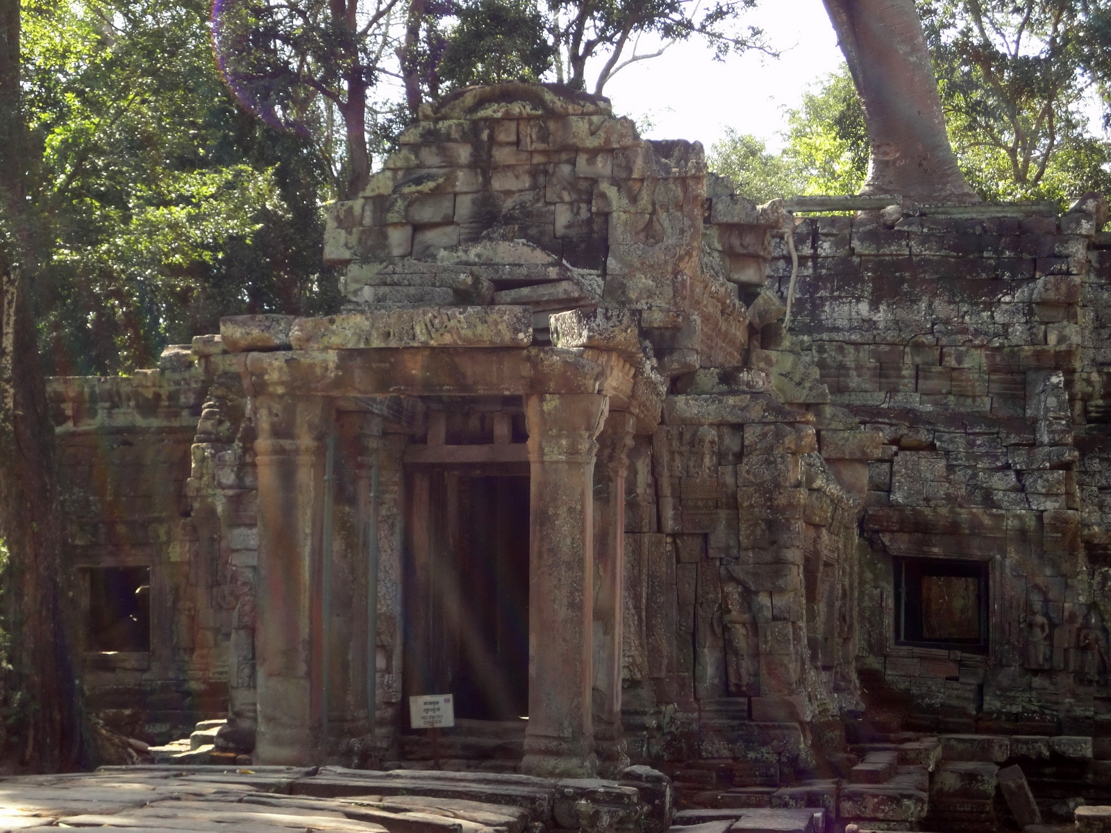 Ta Prohm Tomb Raider Bayon architecture Gopura 4 East entrance 02