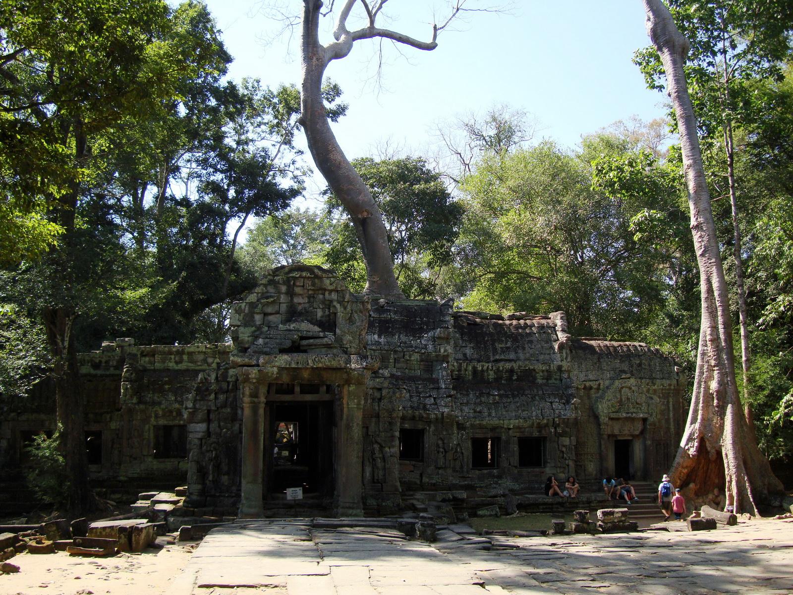 Ta Prohm Tomb Raider Bayon architecture Gopura 4 East entrance 03