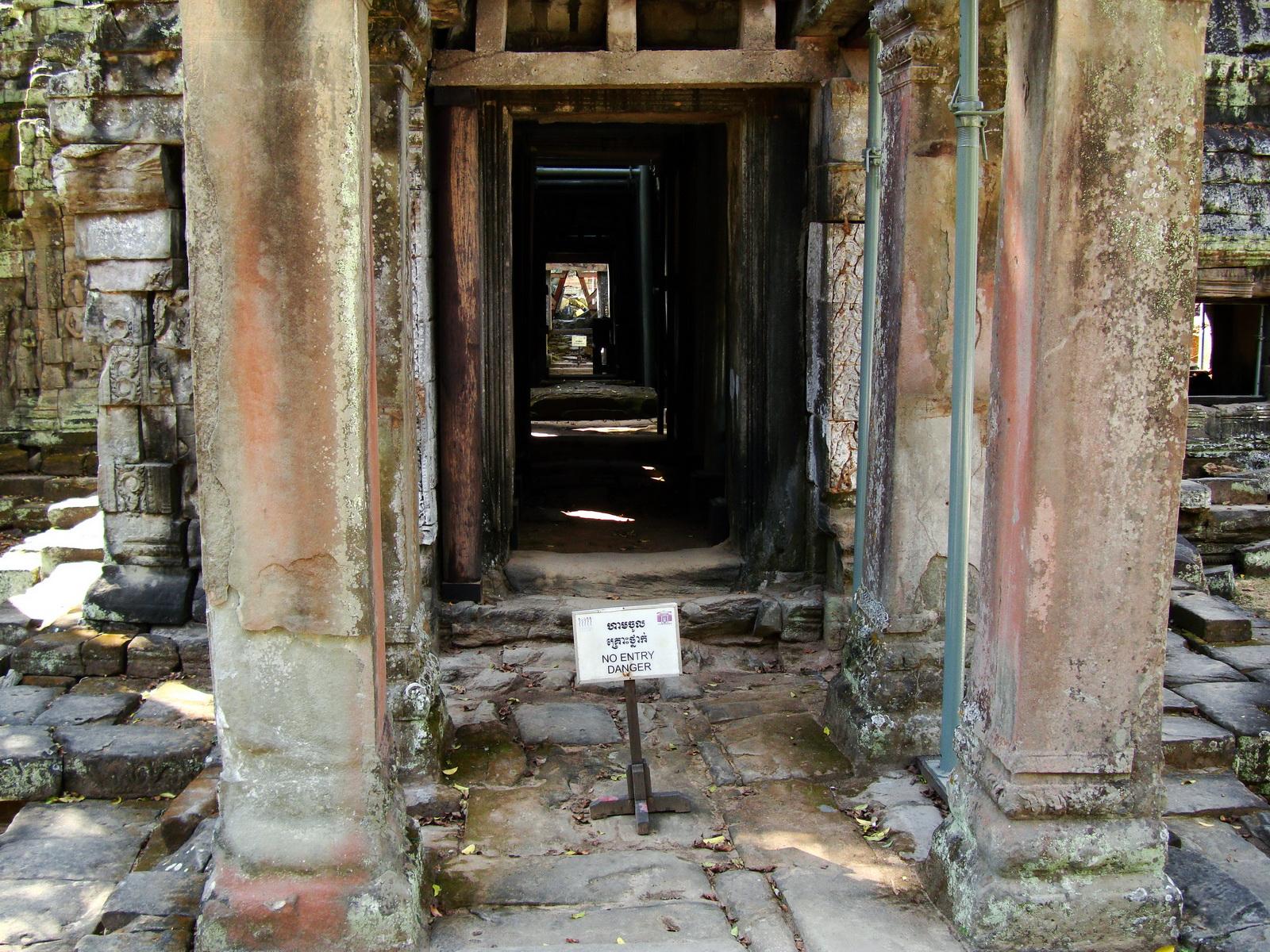Ta Prohm Tomb Raider Bayon architecture Gopura 4 East entrance 04