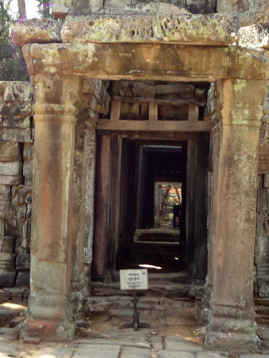 Ta Prohm Tomb Raider Bayon architecture Gopura 4 East entrance 05