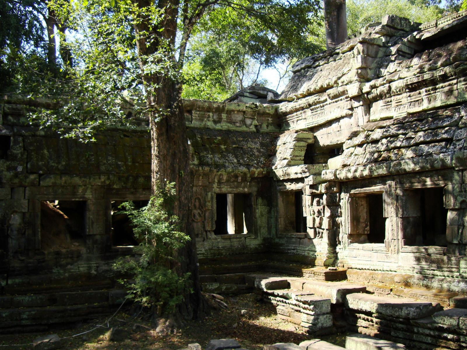 Ta Prohm Tomb Raider Bayon architecture Gopura 4 East entrance 08