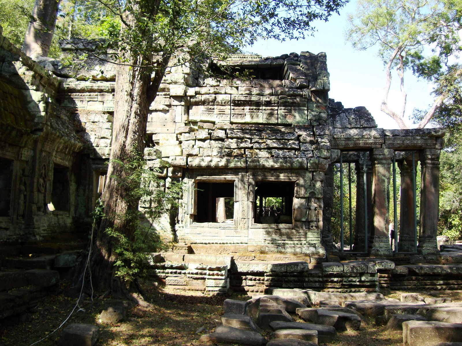 Ta Prohm Tomb Raider Bayon architecture Gopura 4 East entrance 09