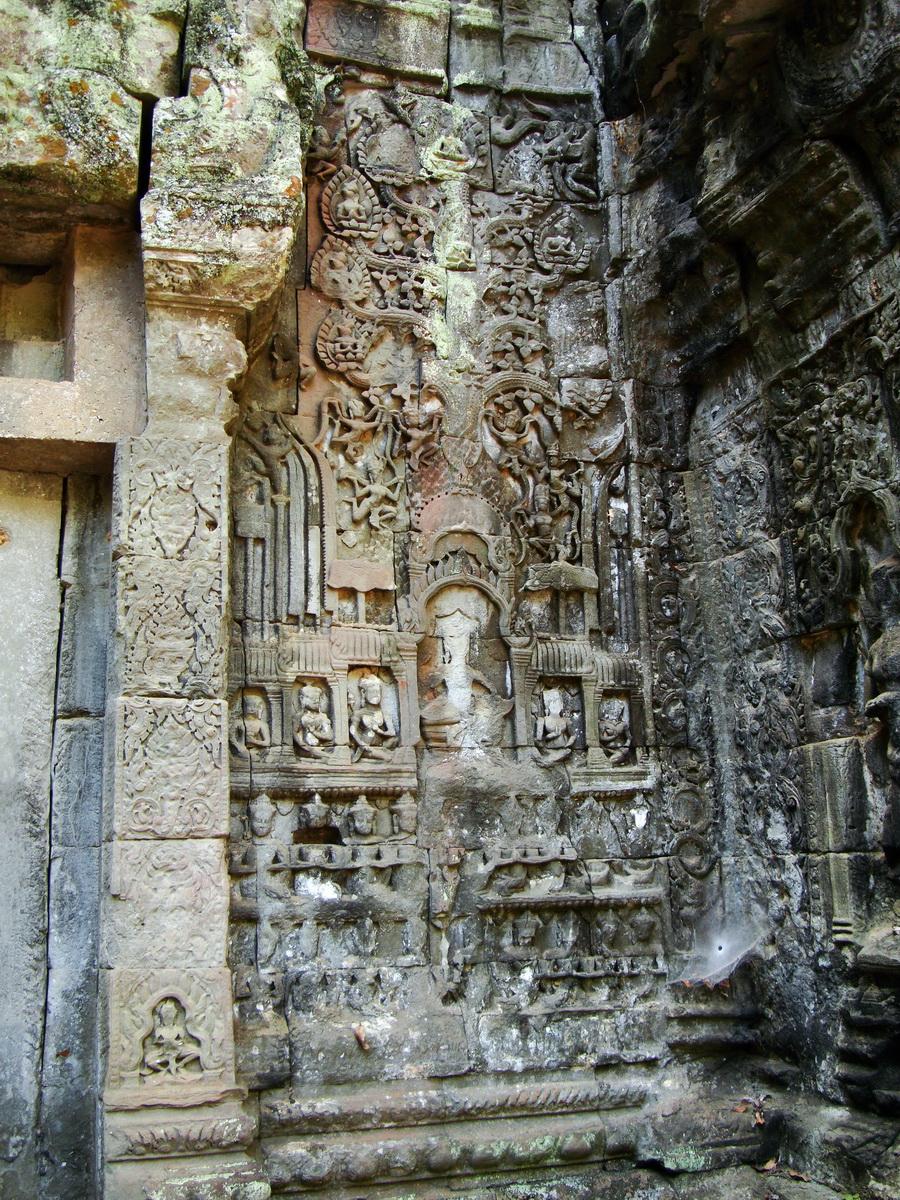 Ta Prohm Tomb Raider Bayon architecture Gopura 4 East entrance 10