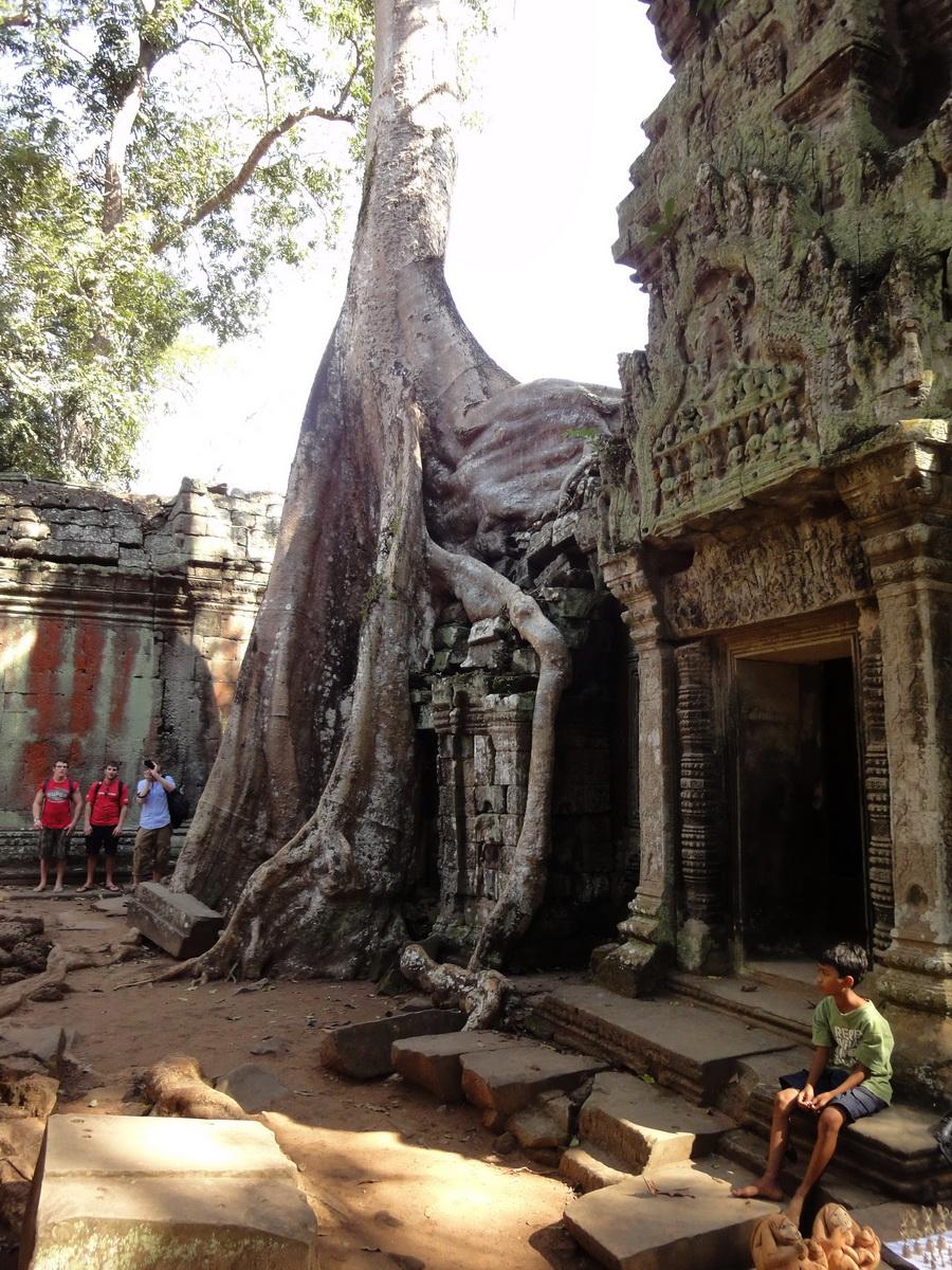 Ta Prohm Tomb Raider Bayon architecture central sanctuary area 02