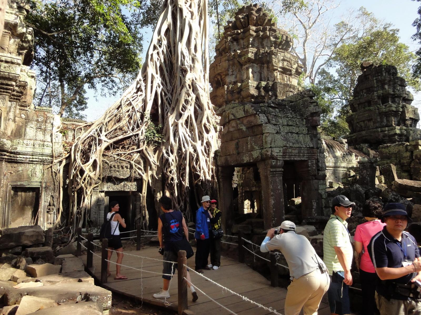 Ta Prohm Tomb Raider Bayon architecture central sanctuary area 04