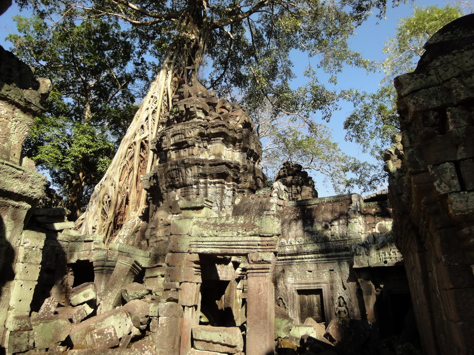 Ta Prohm Tomb Raider Bayon architecture central sanctuary area 07
