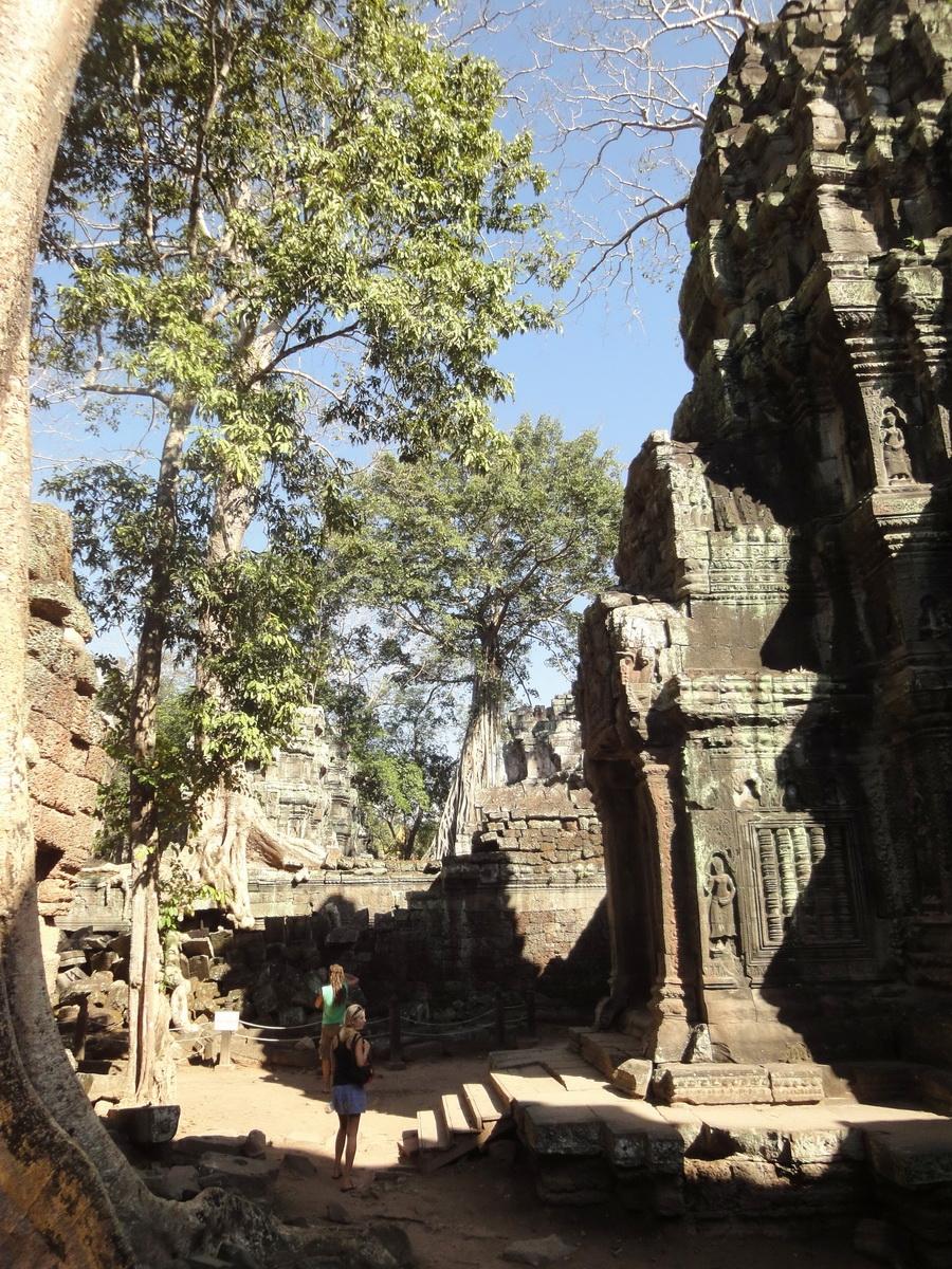 Ta Prohm Tomb Raider Bayon architecture central sanctuary area 12