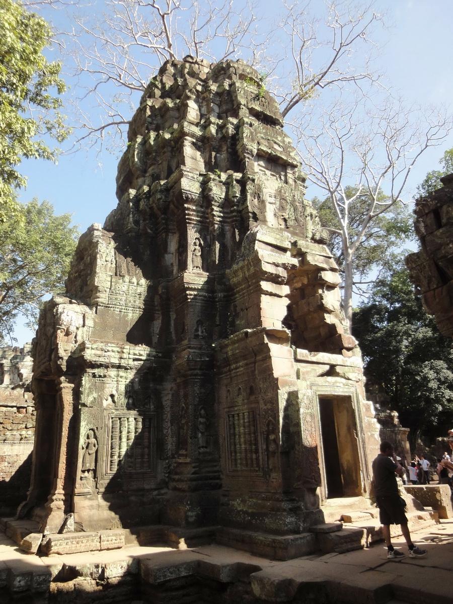 Ta Prohm Tomb Raider Bayon architecture central sanctuary area 13