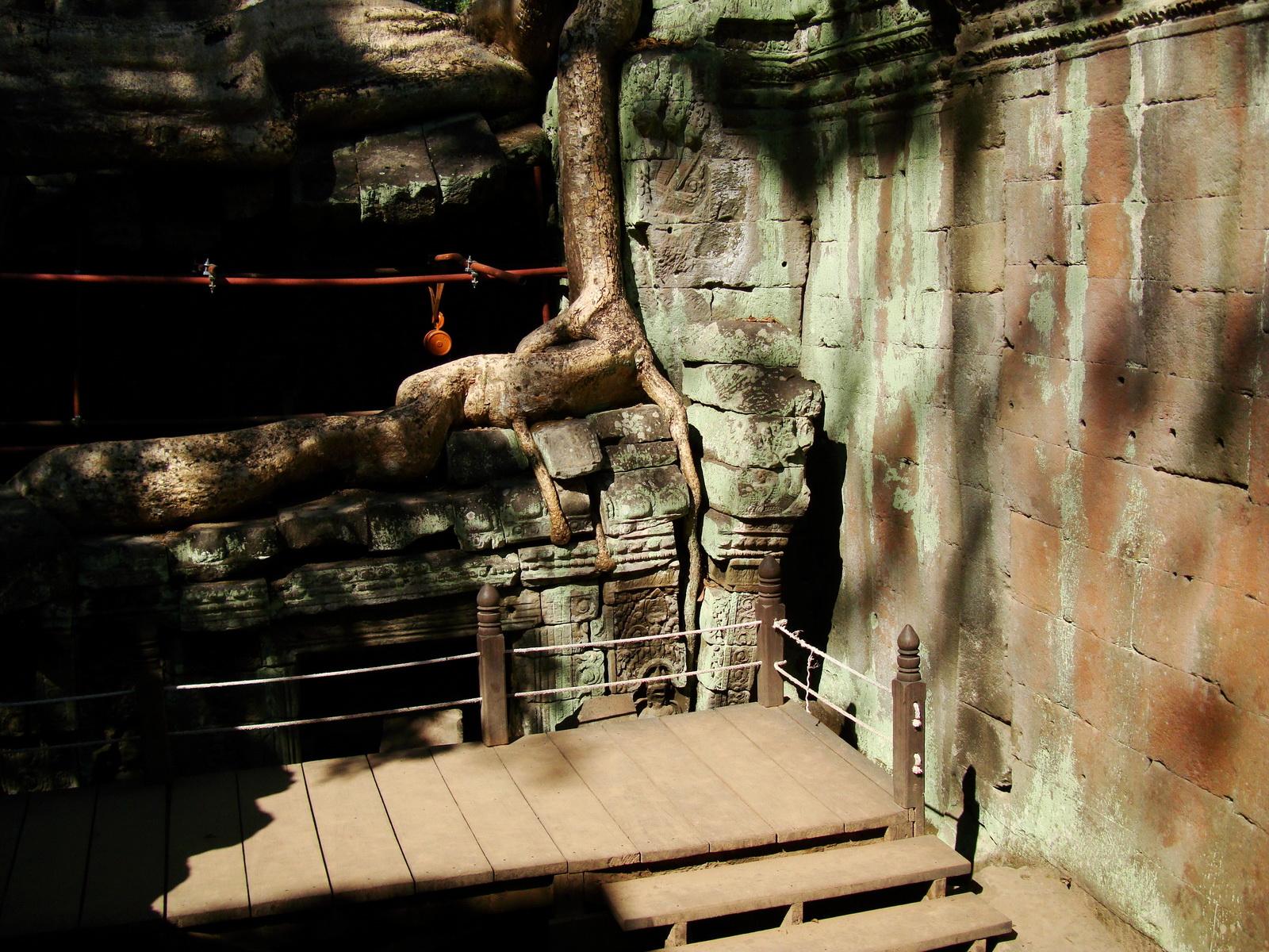 Ta Prohm Tomb Raider Bayon architecture central sanctuary area 16