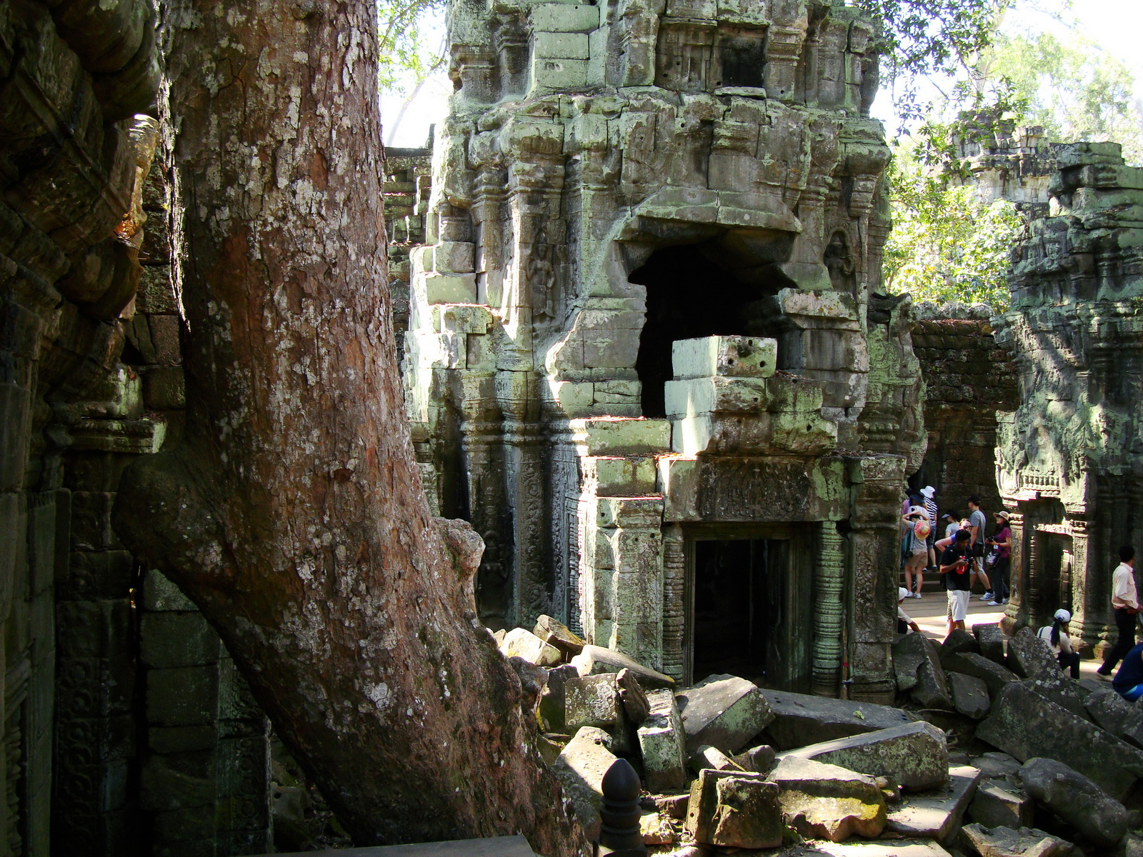 Ta Prohm Tomb Raider Bayon architecture central sanctuary area 19
