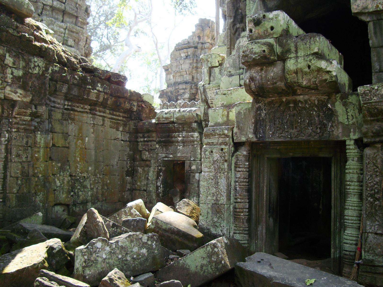 Ta Prohm Tomb Raider Bayon architecture central sanctuary area 23