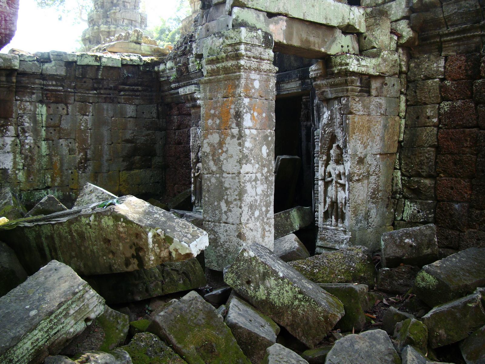 Ta Prohm Tomb Raider Bayon architecture central sanctuary area 25