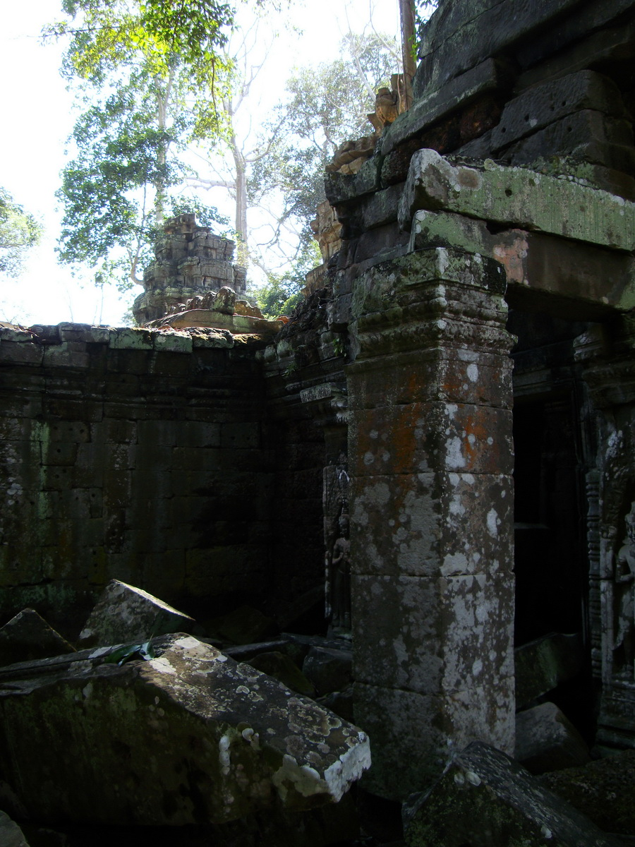 Ta Prohm Tomb Raider Bayon architecture central sanctuary area 26