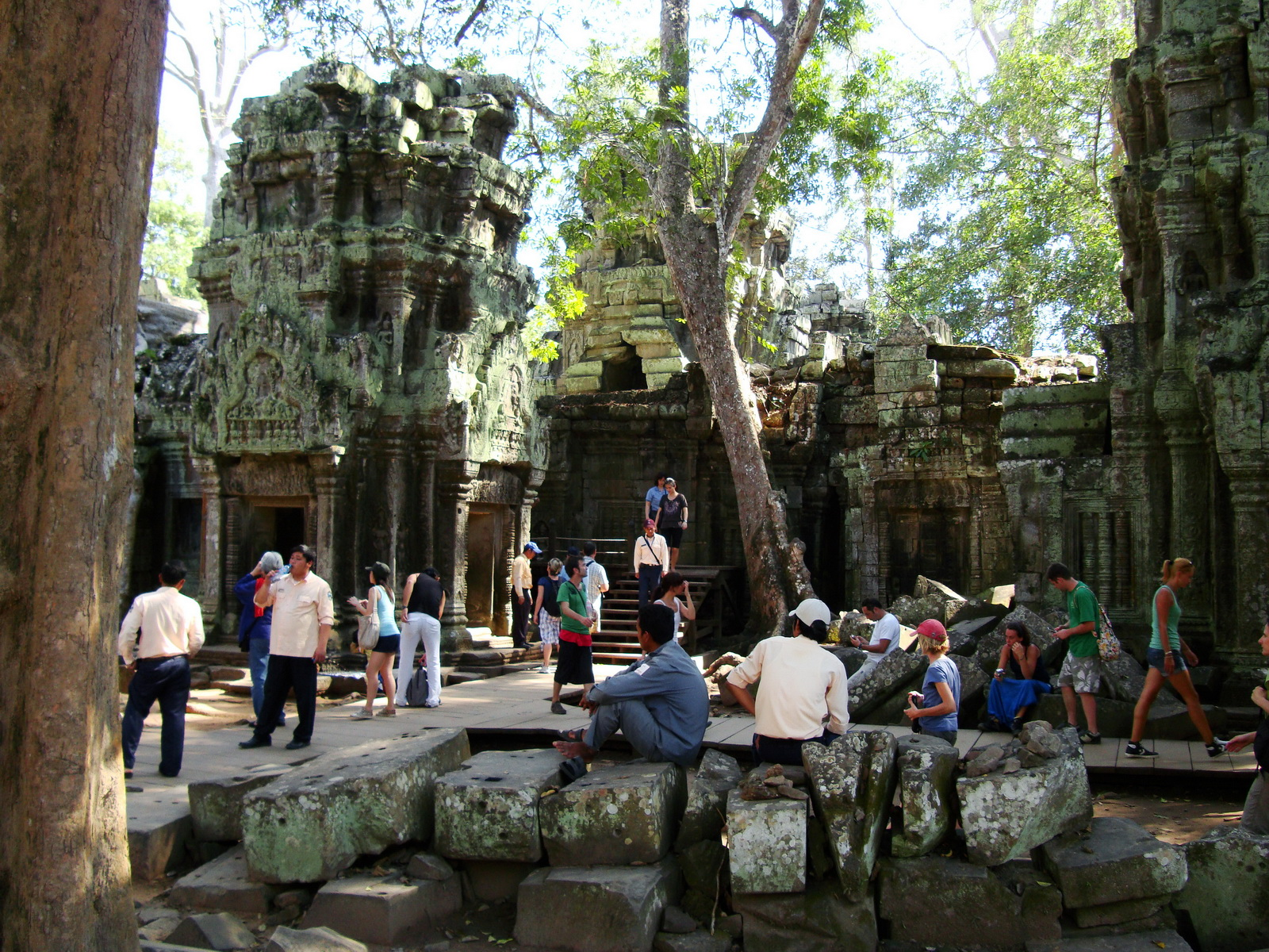 Ta Prohm Tomb Raider Bayon architecture central sanctuary area 28