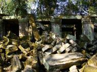 Asisbiz Ta Prohm Temple Rajavihara Tomb Raider fallen masonry 03