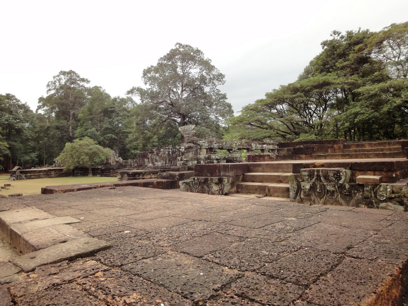 Lion Terrace of the Elephants walled city Angkor Thom 04
