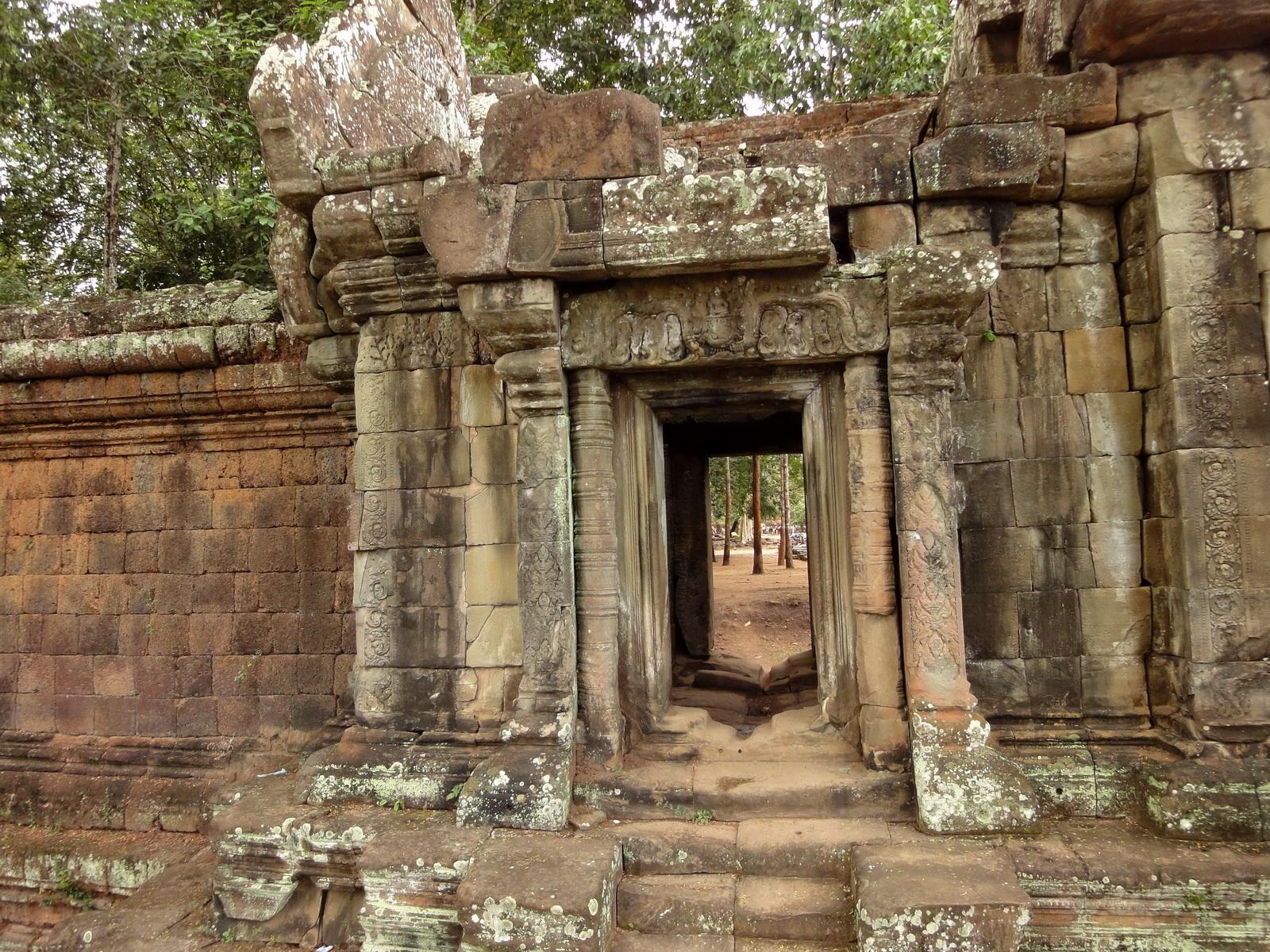 Terrace of the Elephants inner gate Angkor Thom 02