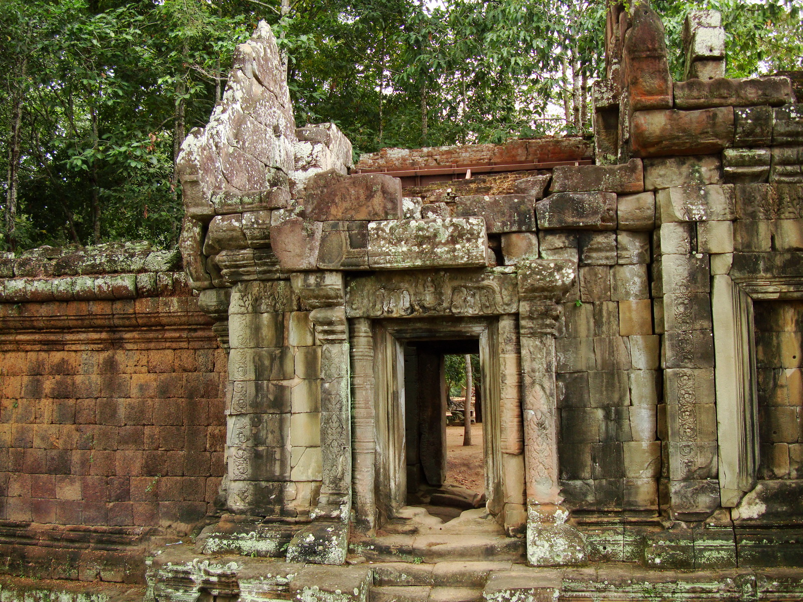 Terrace of the Elephants inner gate Angkor Thom 05