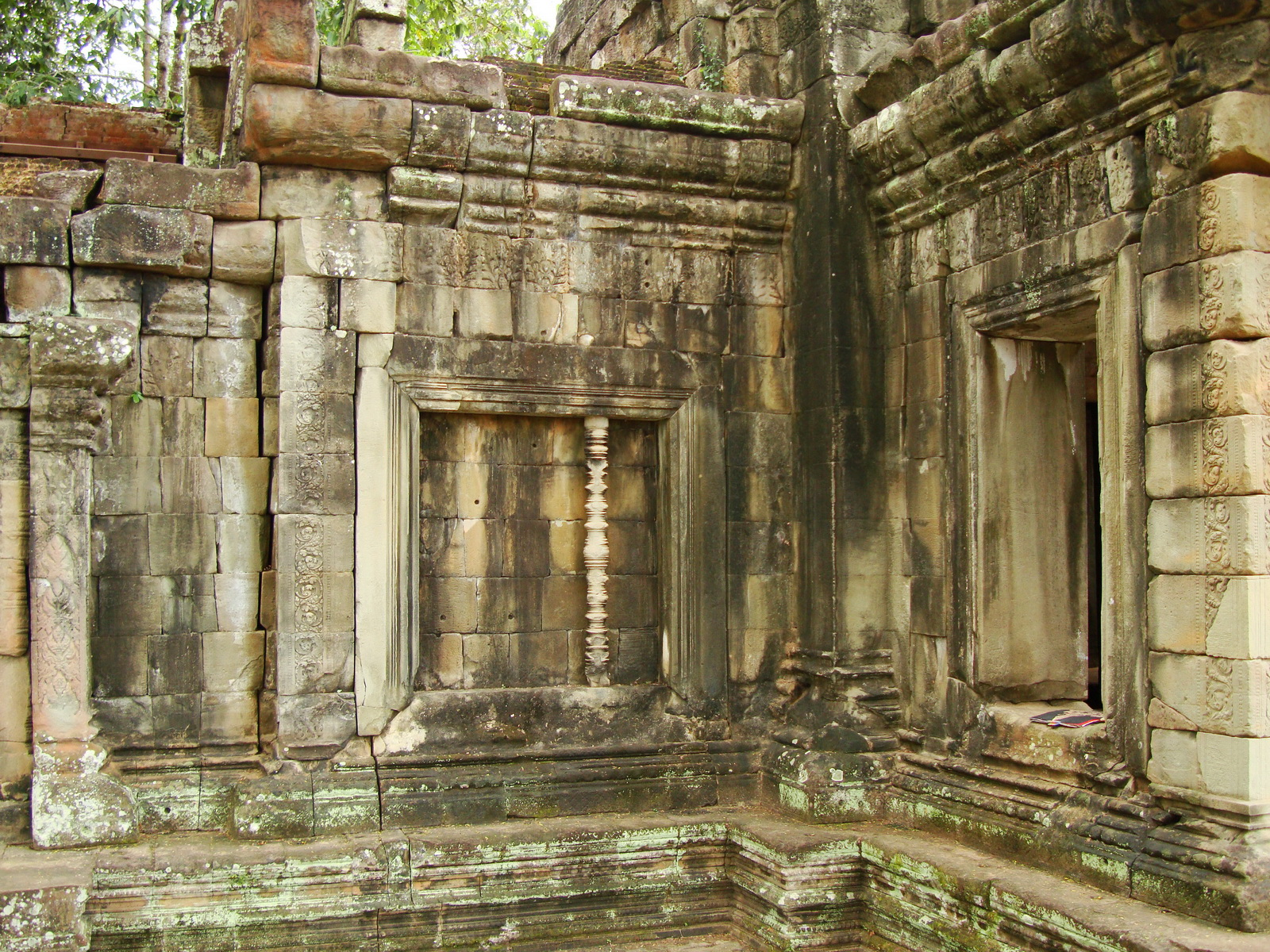 Terrace of the Elephants inner gate Angkor Thom 08