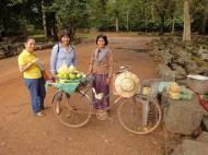 Asisbiz Terrace of the Elephants fruit vendor Angkor Thom 01