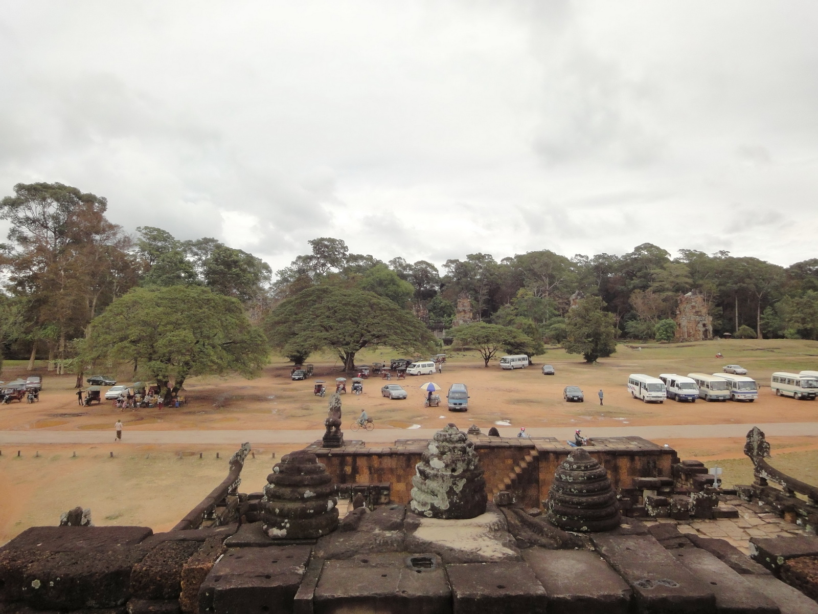 Leper King Terrace views Angkor Thom 01