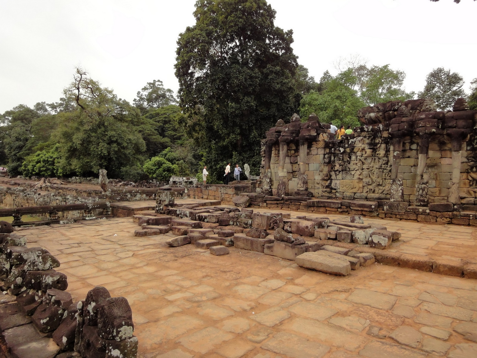 Leper King Terrace views Angkor Thom 05