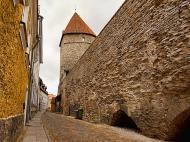 Asisbiz Guard tower and castle walls encasing the old medieval city of Tallinn Harju Estonia 01