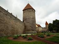 Asisbiz Guard tower and castle walls encasing the old medieval city of Tallinn Suurtuki area Estonia 02