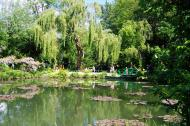 Asisbiz Travel to Claude Monet Water Lily Pond in Giverny France weeping willow 02