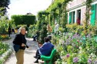 Asisbiz Travel to Claude Monet home or Chateau in Giverny France 01