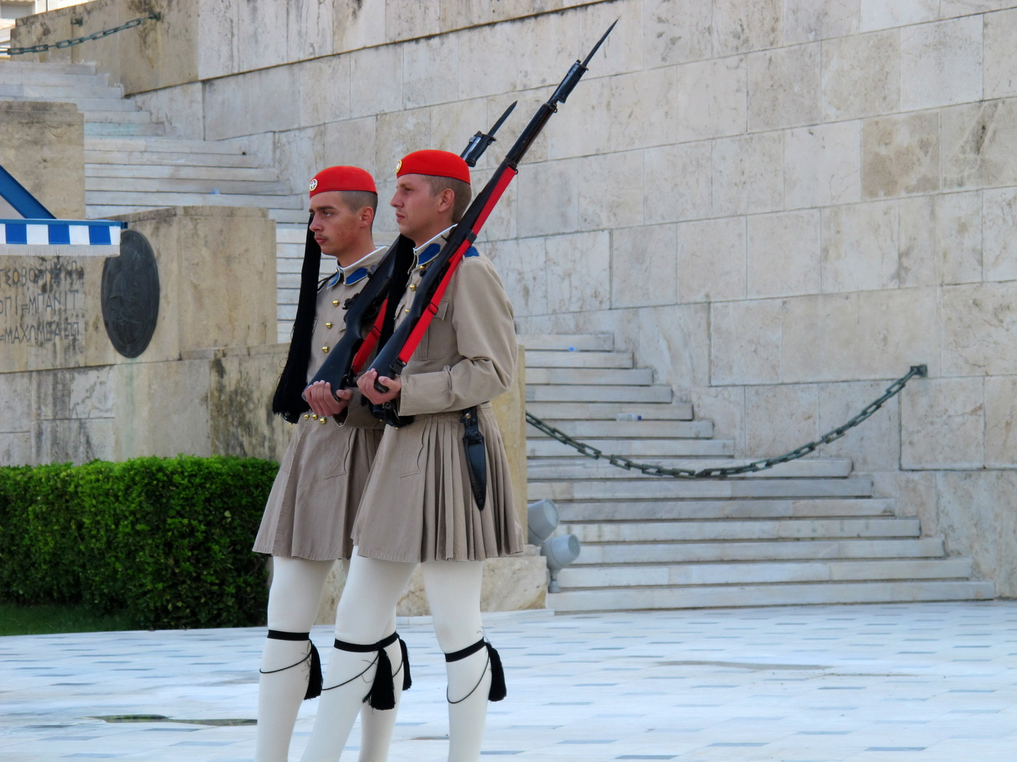 Asisbiz Evzones perform the changing of the Guard Hellenic ...