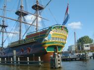 Asisbiz Amsterdam canal scenes Dutch Galleon Amsterdam Oct 2001 03